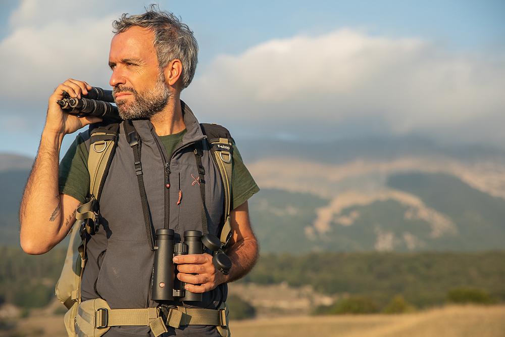 Bruno D'Amicis con il binocolo Noctivid 10x42 suo fedele compagno di viaggio in questa nuova avventura.