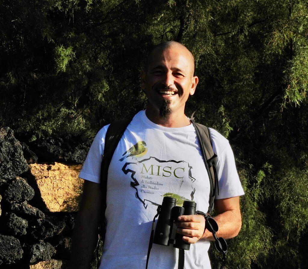 Andrea Corso  con il binocolo Leica Noctivid 10x42 nero
