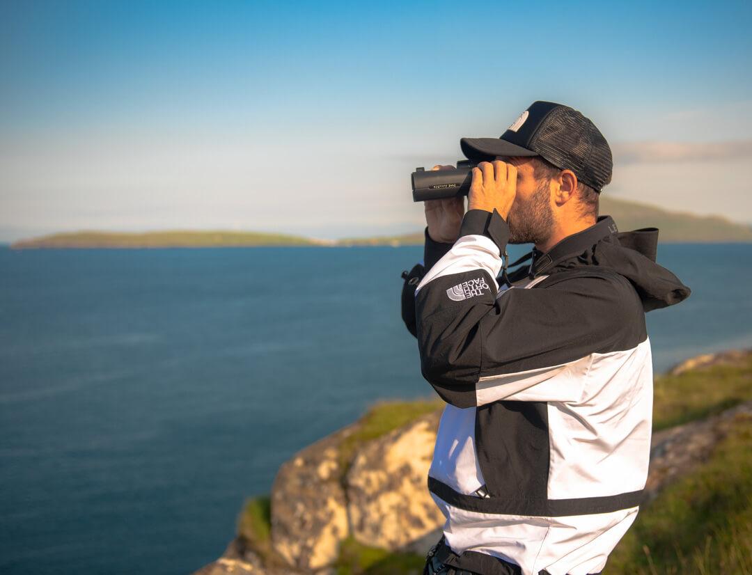 viaggiatori fotocamera e binocolo leica. avventure con attrezzatura leica Leica Natura Tatiana Chiavegato daneiele dell'osa